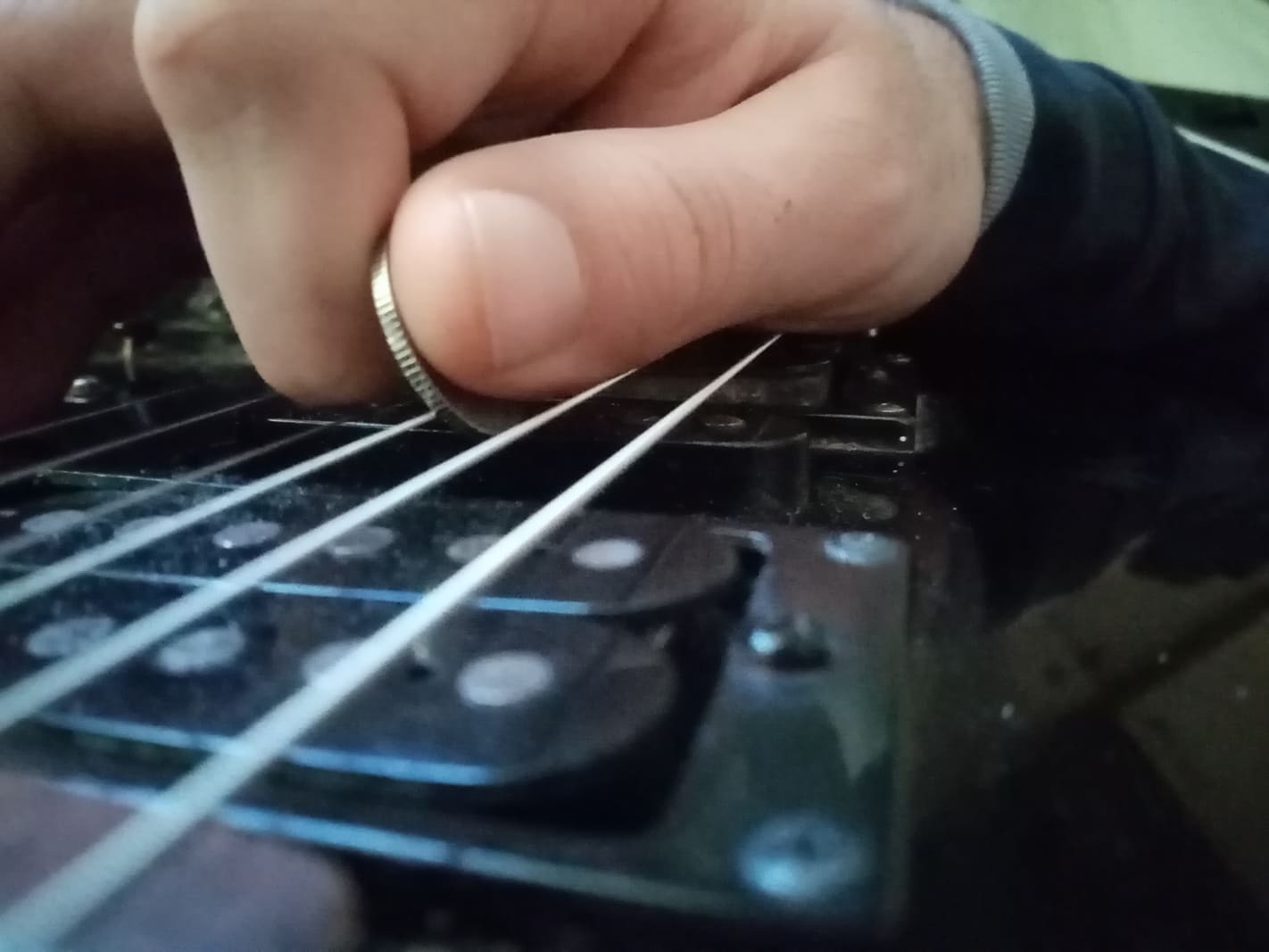Can You Use Coin As a Guitar Pick? - Guitar Unit